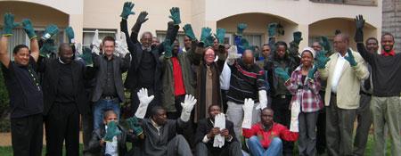 På bilden syns Per-Olof Sjöö tillsammans med representanter från fackförbunden SAPAWU, MQAWS och CWUS.