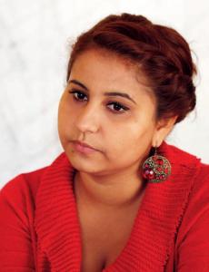 Salija Ljatif ger information om patienters rättigheter till romer, som systematiskt diskrimineras inom vårde. Foto Martin Manevski