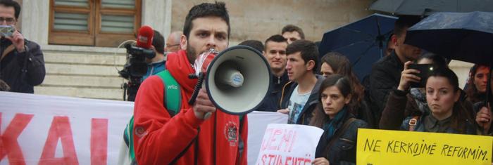 Studenter i Tirana demonstrerar. Foto: For university