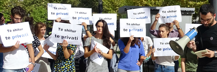 Albanska studenter protesterar