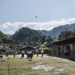 """Maga Yang, Myanmar 20180123 Skolbarn spelar """"Chinlone"""", en slags volleyboll, på rasten i flyktinglägret Maga Yang. Photo: Vilhelm Stokstad / Kontinent"""
